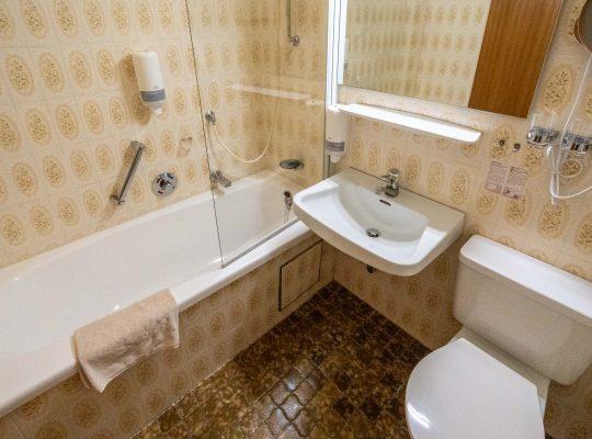 Badbeispiel aelteres Badezimmer